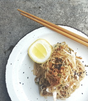 A BBQ FAVOURITE: Sesame Soy Noodles with Shredded Chicken and Beansprouts